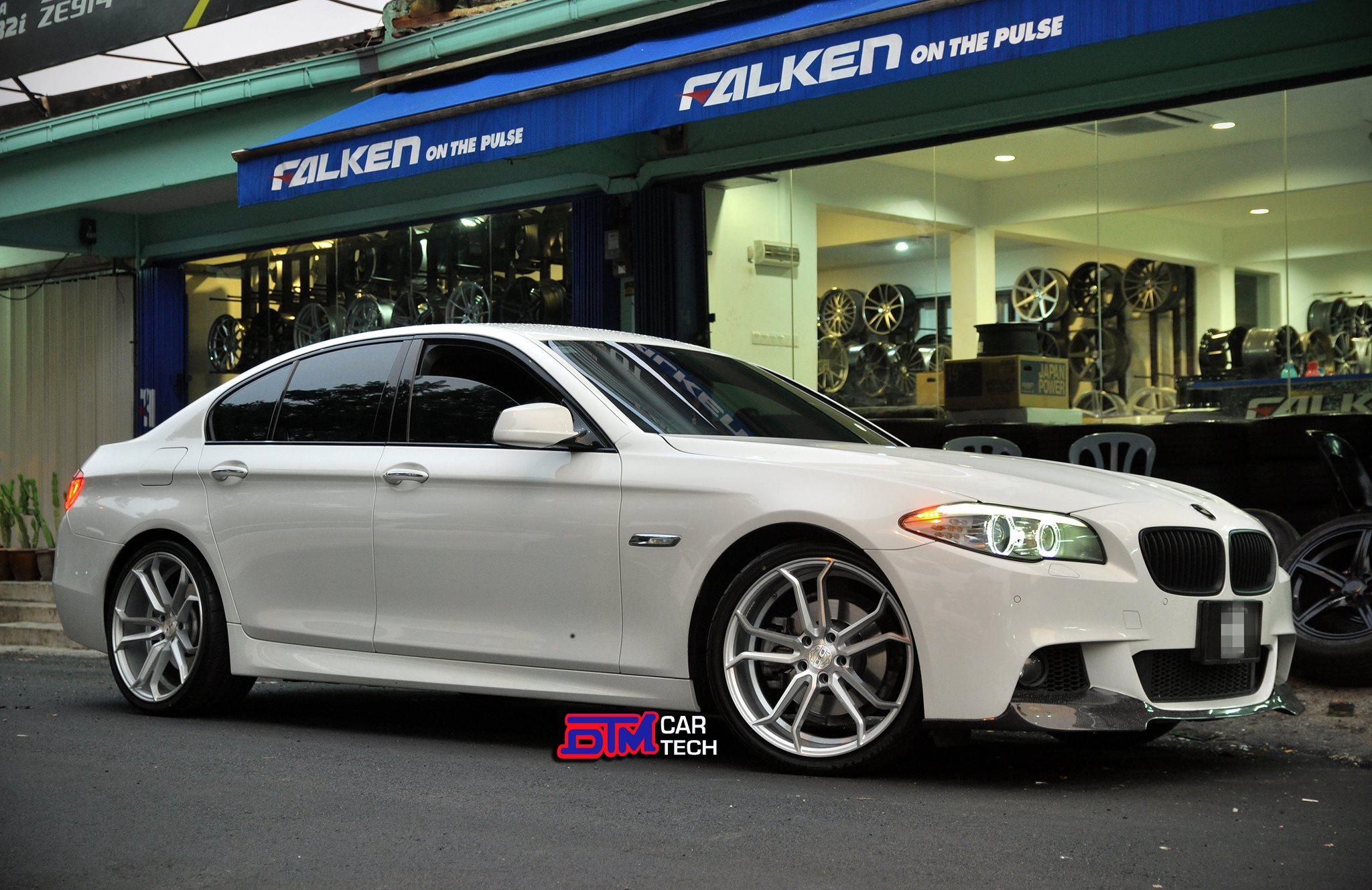 BMW 5 Series Silver Rims Varro Staggered Wheels VD02