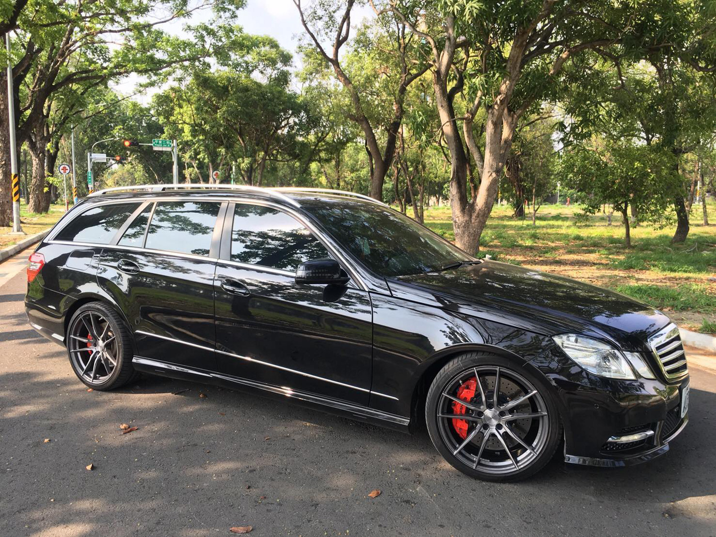 mercedes-e-class-rims-varro-wheels-vd18x-spin-forged-titanium-19-inch-staggered
